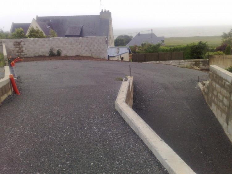 Terrassement et travaux publics morbihan 56 sarl gaugendau for Terrassement entree maison